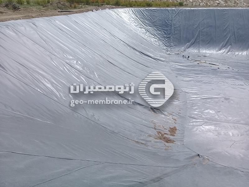 ساخت استخر پلیمری ذخیره آب کشاورزی در کاشان