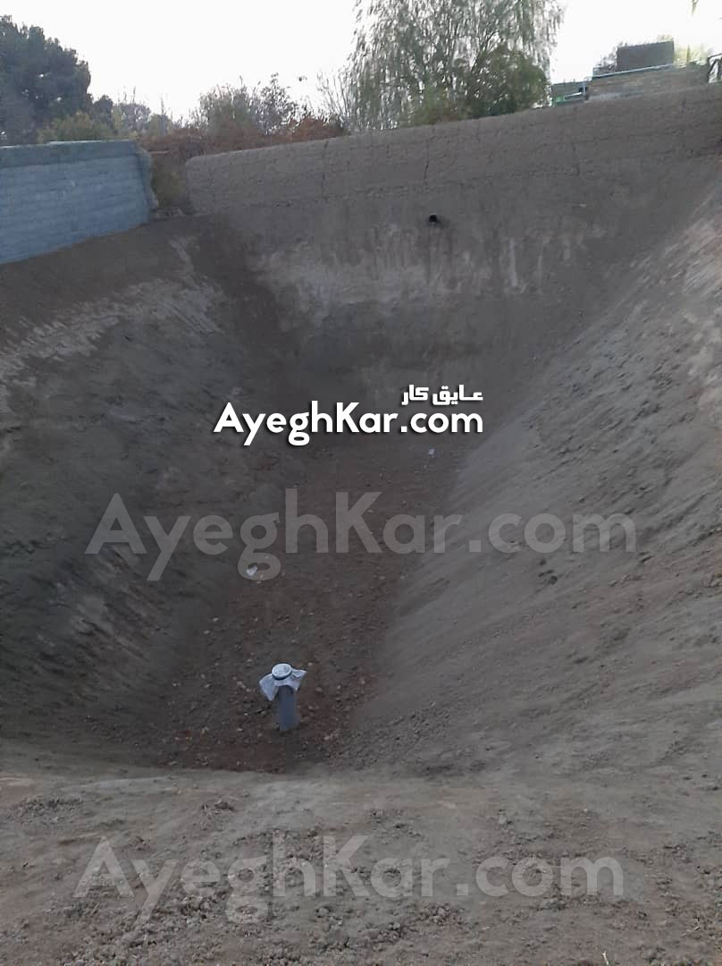 بستر سازی استخر خاکی برای نصب ژئوممبران در کبوتر آباد اصفهان